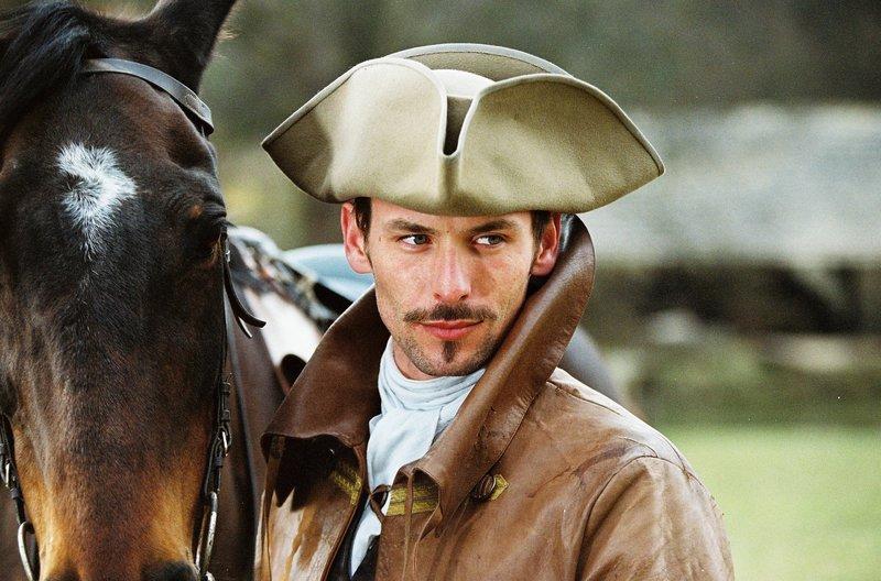 Der junge Arzt Pierre Rampal (Sagamore Stévenin) erblickt die wunderschöne Françounette. – Bild: arte
