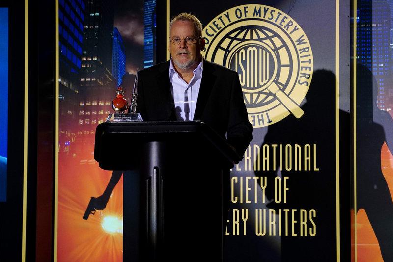 Der legendäre Schriftsteller Michael Connelly (Michael Connelly) soll Castle den begehrten Literaturpreis verleihen ... – Bild: Sat.1
