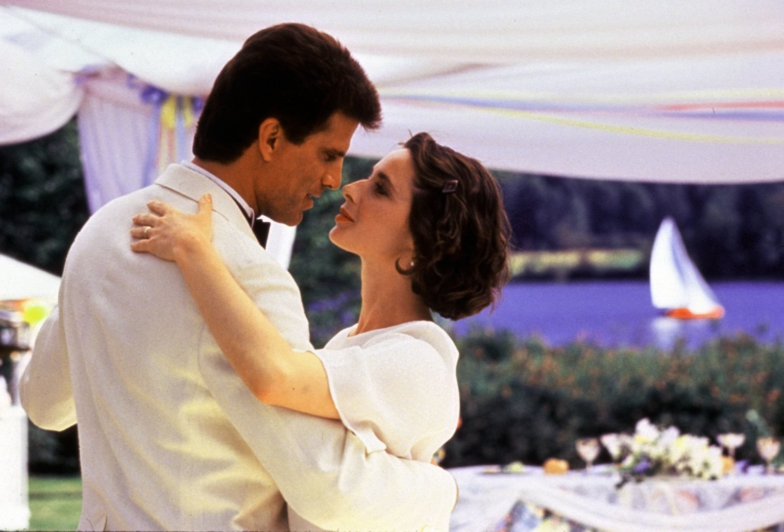 Larry (Ted Danson, l.); Maria (Isabella Rossellini, r.) – Bild: TM, ® & © 1988 by Paramount Pictures. All Rights Reserved. Lizenzbild frei