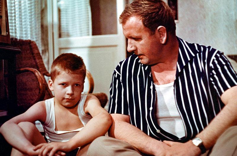 Alfons(Helmut Rossmann) und sein Vater (Günther) v.l. – Bild: MDR/Progress Filmverleih/Josef Borst