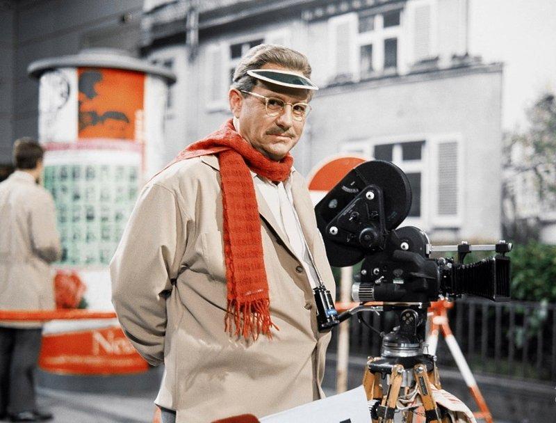 Herr Hesselbach (Wolf Schmidt) soll als Stadtrat die Produktion eines Werbefilms für die Gemeinde Steintal überwachen. Dabei erlebt er sein blaues Wunder... – Bild: HR/Kurt Bethke
