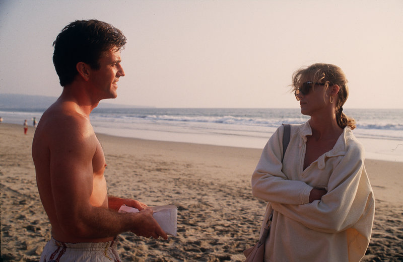 L-R: McKussic (Mel Gibson) und Jo Ann (Michelle Pfeiffer) – Bild: Turner / (c) 1988 Warner Bros. Inc. All Rights Reserved.