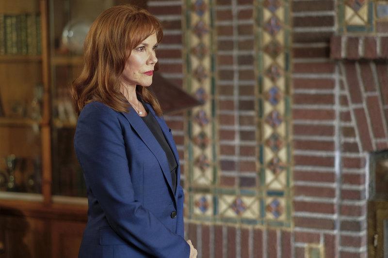 Hat einige wichtige Informationen für Mulder: Erika Price (Barbara Hershey) ... – Bild: 2017 Fox and its related entities. All rights reserved.