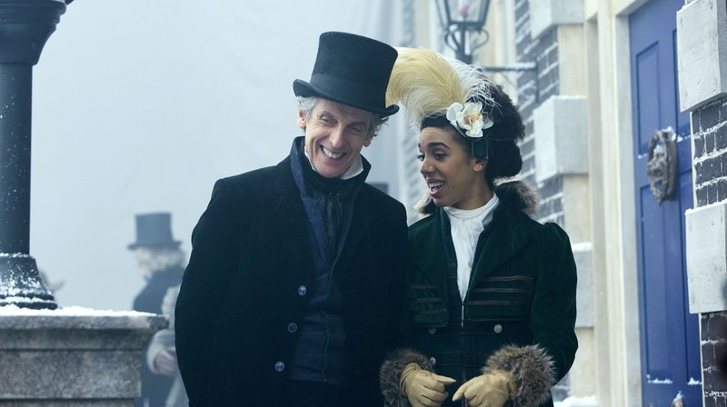 WARNING: Embargoed for publication until 00:00:01 on 25/04/2017 - Programme Name: Doctor Who S10 - TX: 29/04/2017 - Episode: Thin Ice (No. 3) - Picture Shows: ***EMBARGOED UNTIL 00:01hrs 25th APRIL 2017*** Doctor Who (PETER CAPALDI), Bill (PEARL MACKIE) - (C) BBC - Photographer: Simon Ridgway – Bild: WDR/BBC