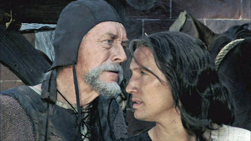 Eyvind (Max von Sydow, l.) und Siegfried (Benno Fürmann, r.). – Bild: Tele 5