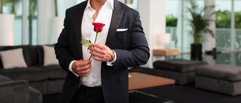 Der Bachelor hat die Qual der Wahl: Zu welchen romantischen Begegnungen wird es kommen? Welchen Damen gelingt es, die Konkurrenz auszustechen und den Bachelor um den Finger zu wickeln? – Bild: RTL