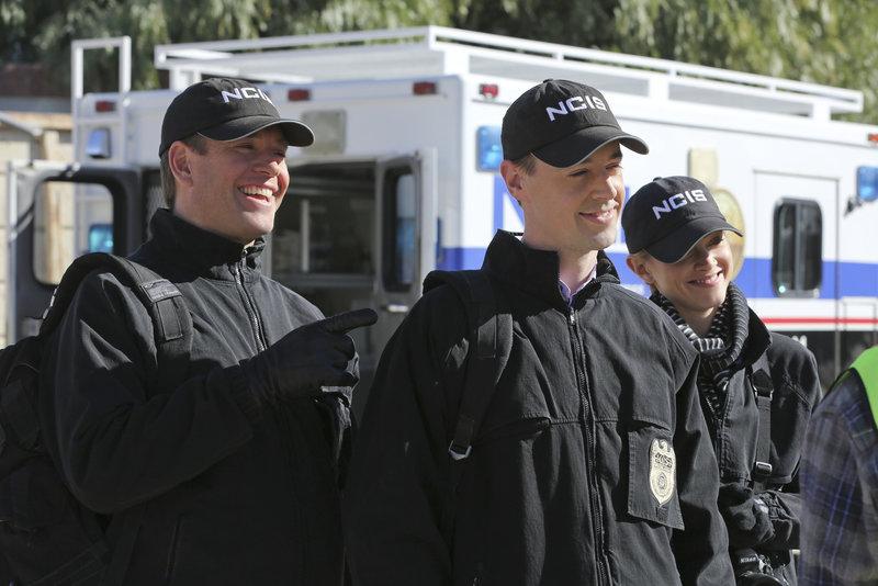 Müssen einen neuen Fall aufdecken: Tony (Michael Weatherly, l.), McGee (Sean Murray, M.) und Bishop (Emily Wickersham, r.) ... – Bild: Sat.1