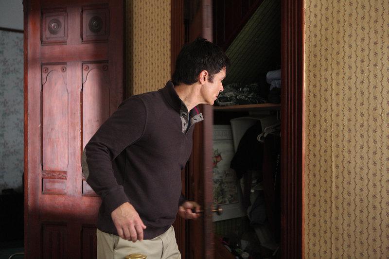 Jonathan (Patrick Muldoon) muss mit seiner Frau verhindern, dass die finsteren Mächte Besitz von Tochter Claire ergreifen. – Bild: TL5