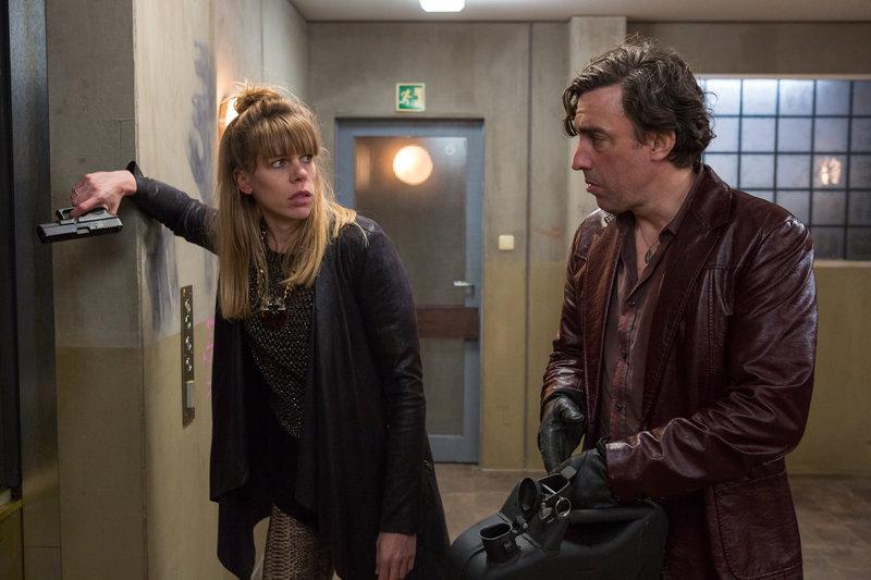Auf der Suche nach einer Tasche voll Kokain machen Tanja Wolter (Tina Seydel) und Lutz Wolter (Alexander Schubert) vor nichts Halt und gehen dabei sogar über Leichen. – Bild: ZDF und Michael Böhme