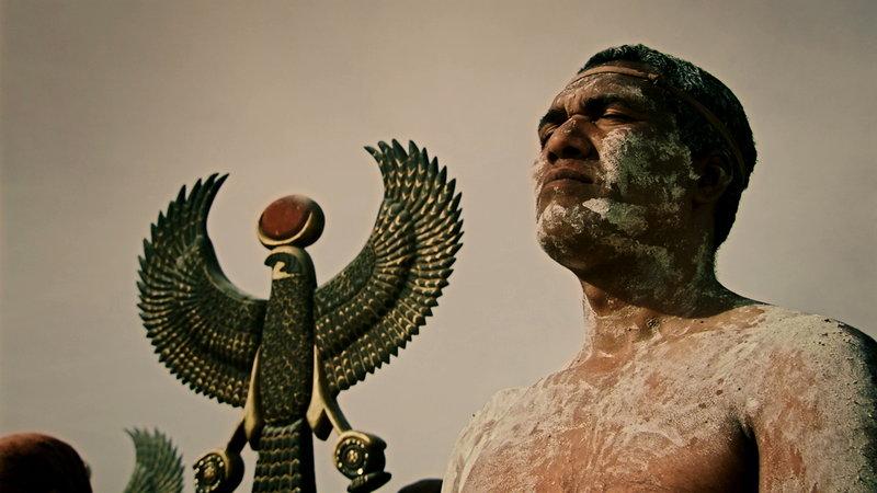 Die ägyptischen Truppen vertrauten auf den Schutz des Sonnengottes und seines Sohns, dem Pharao. Wichtiger als die Sonne am Tag war dabei aber ausgerechnet ihr Wirken in der Nacht. – Bild: ZDF und AETN