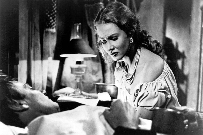 Als Wes (Joel McCrea) verwundet wird, weicht Colorado (Virginia Mayo) nicht von seiner Seite und kümmert sich um ihn. – Bild: ARTE / © Warner Bros.