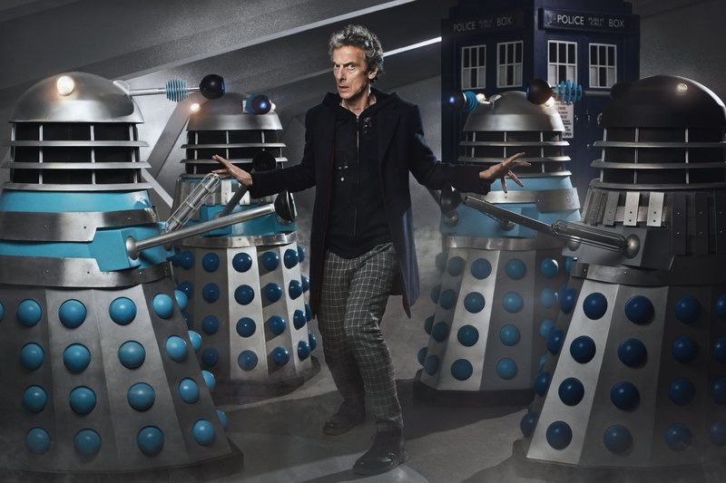 Picture shows: Peter Capaldi as the Doctor with Daleks – Bild: Copyright BBC/BBC Worldwide 2015
