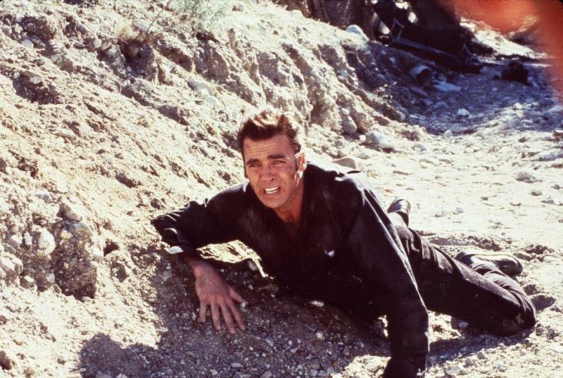 ATF-Agent Eddie Lyman (Jeff Fahey) muss eine Katastrophe verhindern, denn Verbrecher Anderson hat einen Zug entführt und ettliche Geiseln in seiner Gewalt. – Bild: Tele 5