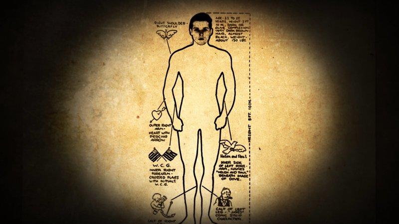 Am 5. Juni 1936 wird ein zweites Opfer gefunden. Die Polizei veröffentlicht in der Presse diese Darstellung, in der Hoffnung, mithilfe des Fotos und der Tätowierungen das Opfer identifizieren zu können. Ohne Erfolg. – Bild: ZDF und Edward Cotterill./Edward Cotterill