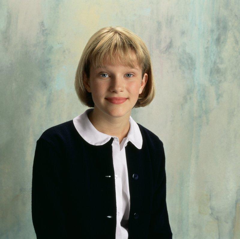 Margaret 'Maggie' Sheffield (Nicholle Tom), die älteste Tochter von Maxwell Sheffield, ist zu Beginn noch recht schüchtern. – Bild: siehe Staffeln