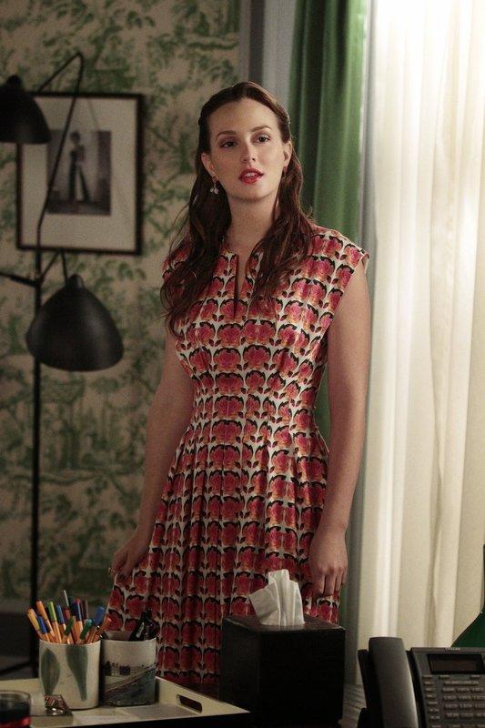 Blair (Leighton Meester) bereitet sich auf die Ankunft ihrer Mutter vor, während Chuck mit der Hilfe von Ivy Beweise gegen seinen Vater findet ... – Bild: Warner Brothers Lizenzbild frei