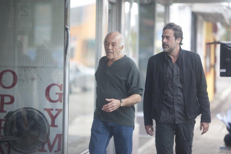 Still of Mark Margolis and Jeffrey Dean Morgan in The Courier (2012). – Bild: IMDB