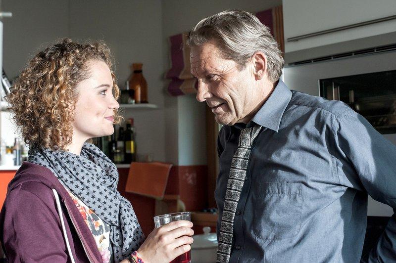 Mirijam Weissenbach (Marthe Lola Deutschmann), Peter Welty (Markus Boysen). – Bild: SRF zwei