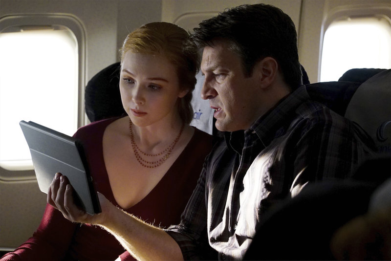 """Sight"""" - As Castle and Alexis travel to London, their routine flight turns deadly when the plane's Air Marshal is found murdered. With the help of Beckett on the ground, Castle and Alexis race against time to find the killer before he carries out his fateful plan, on """"Castle,"""" MONDAY, APRIL 27 (10:01-11:00 p.m., ET) on the ABC Television Network. (ABC/Richard Cartwright) MOLLY QUINN, NATHAN FILLION – Bild: Universal Channel"""