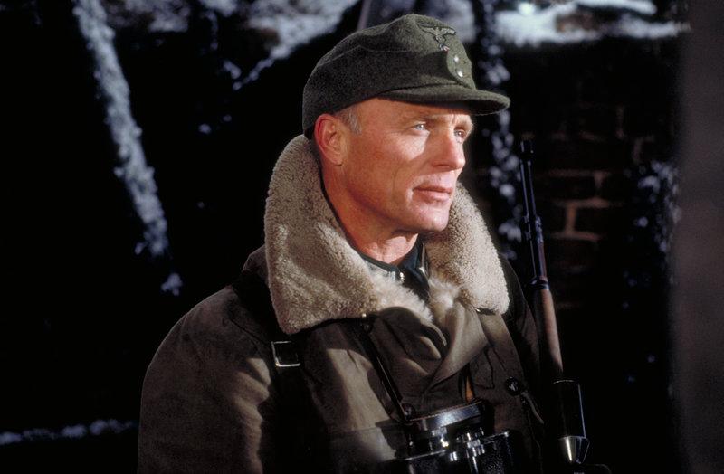 Vassilis Berühmtheit führt ihn bald zu einem Duell mit dem besten Scharfschützen der deutschen Armee - Major König (Ed Harris) ... – Bild: ATV II