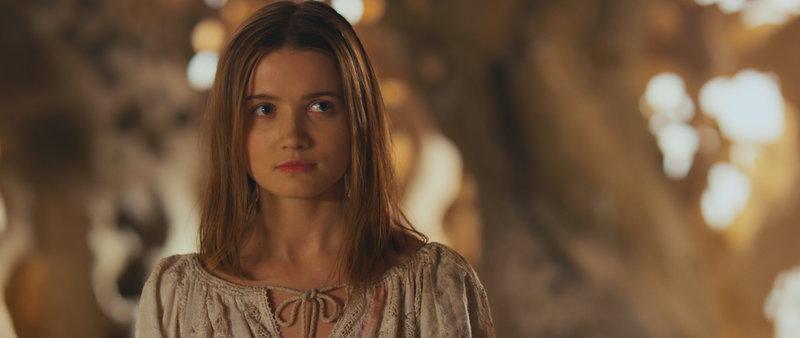 Die wunderschöne Prinzessin Miroslava (Mariya Poezzhaeva) gerät ausgerechnet am Tag ihrer Hochzeit in die Fänge eines furchteinflößenden Drachen, der sie auf eine einsame Insel verschleppt. – Bild: TL5