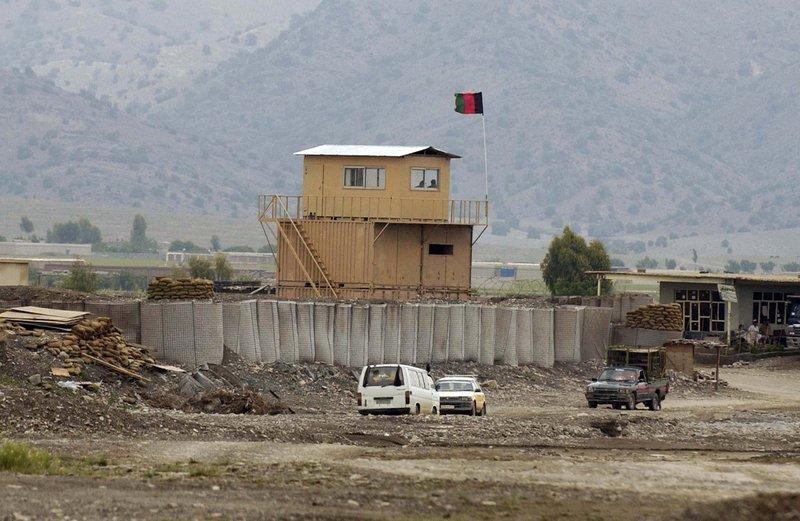Ein amerikanischer Checkpoint nahe der Militärbasis Salerno in Yakubi (Afghanistan). In der Nähe lebte der getötete Taxifahrer. – Bild: Geo Television