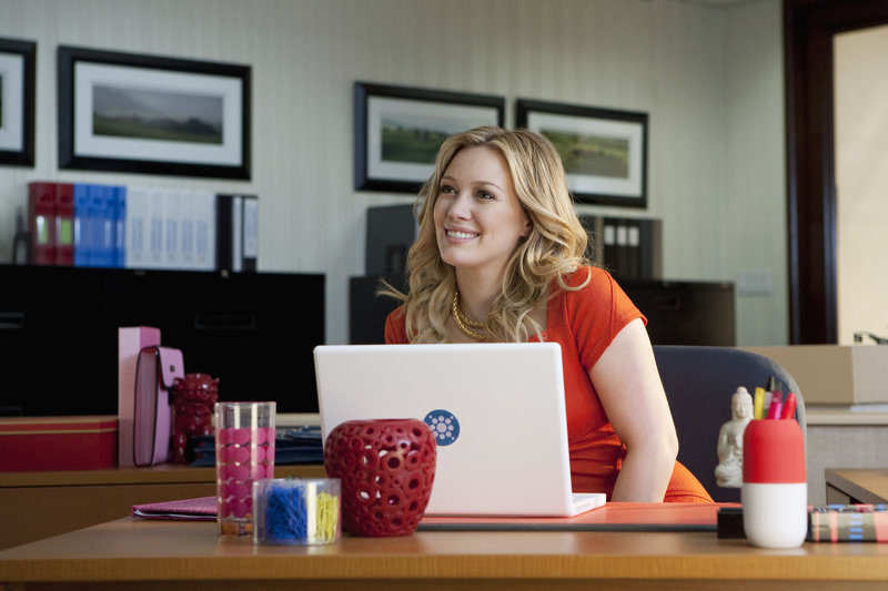 """""""Beauty & the Briefcase"""" - Hilary Duff stars as a fashion journalist whose career and love life come together in a smashing way in """"Beauty & the Briefcase,"""" an ABC Family original movie premiering on Sunday, April 18 (8:00 - 10:00 PM ET/PT). (ABC FAMILY/HILARY BRONWYN GAYLE) HILARY DUFF – Bild: Disney Channel"""