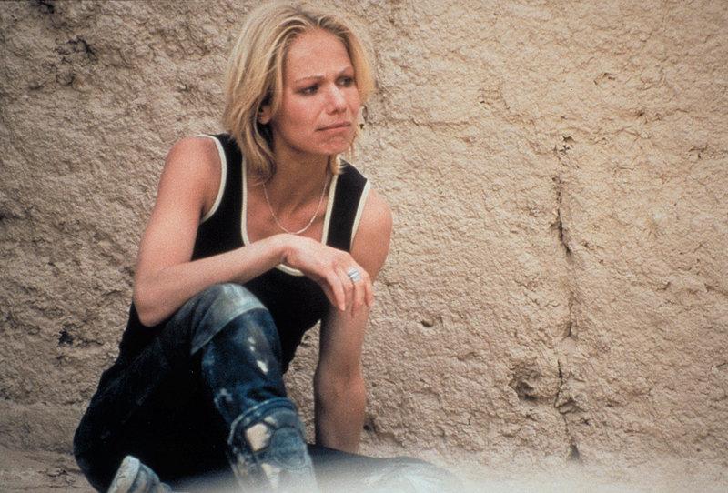Statt Abenteuerurlaub ein Horrortrip: Jennifer (Claudine Wilde) landet in der Hand jemenitischer Entführer ... – Bild: ProSieben Eigenproduktionsbild frei