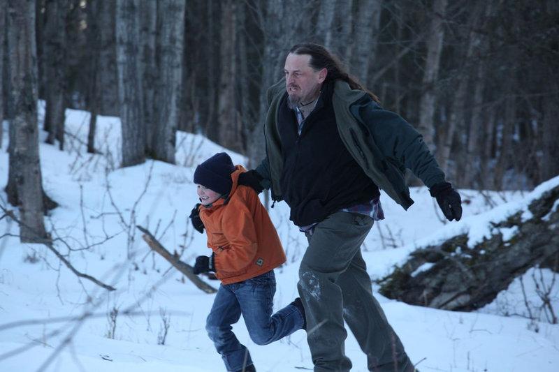 Die kleine Amy (Chloe Lesslie) wird von ihrem Onkel entführt. – Bild: Splendid