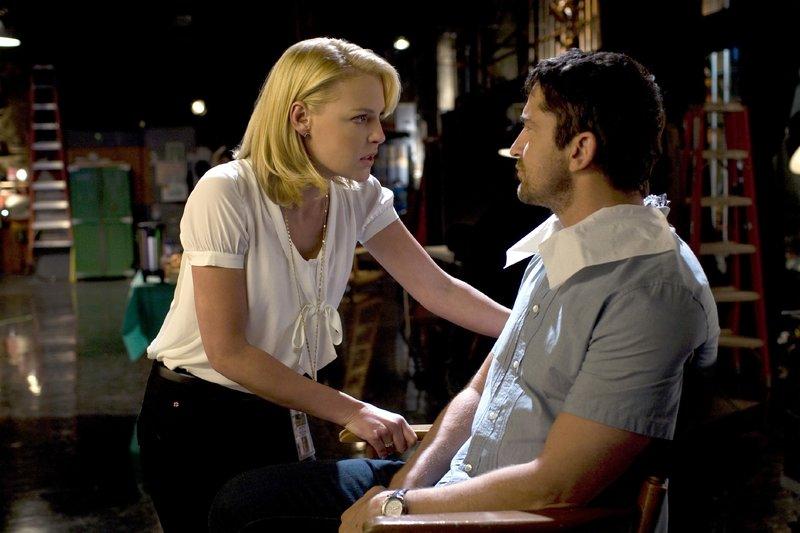 Abby (Katherine Heigl) und Mike (Gerard Butler) haben gegensätzliche Vorstellungen, wie man das andere Geschlecht am besten um den kleinen Finger wickelt. – Bild: Columbia Pictures Industries,