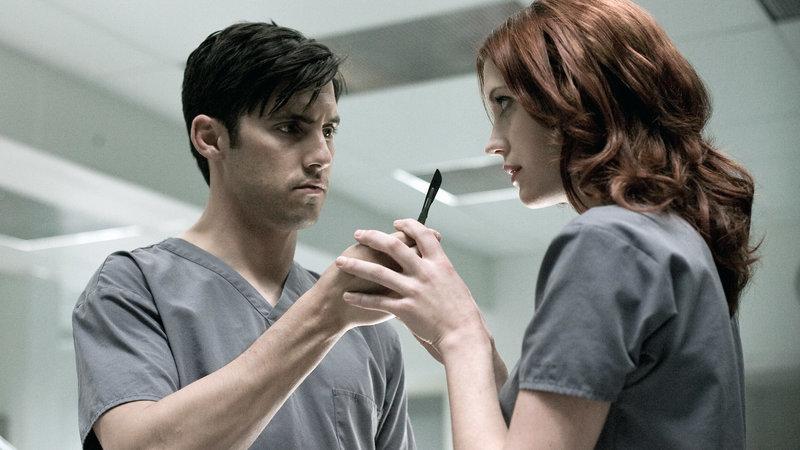 Ted Grey (Milo Ventimiglia) und Juliette Bath (Lauren Lee Smith) – Bild: RTL II