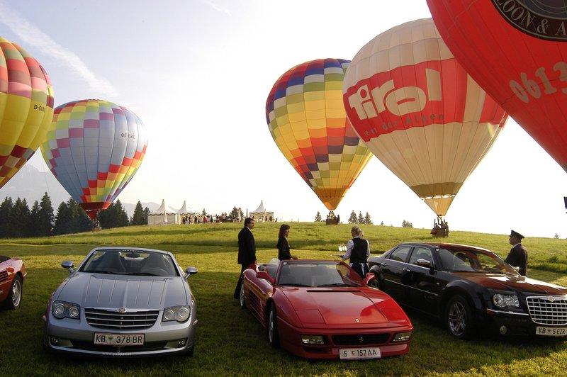 Aus Anlass der Geburtstagsfeierlichkeiten von Robert Neidhardt findet in Kitzbühel eine große Ballonwettfahrt statt. – Bild: ZDF und Laurent Trümper
