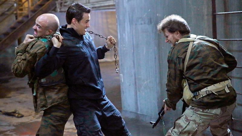 Agent Ward (Brett Dalton, Mitte) muß kämpfen.. – Bild: RTL II