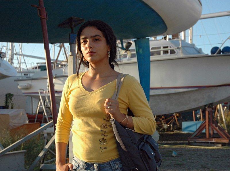 Rym (Hafsia Herzi) will Slimane bei der Verwirklichung seines Lebenstraums helfen. – Bild: ARD Degeto