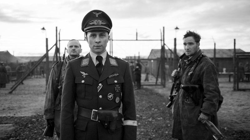 Der Hauptmann Milan Peschel als Freytag, Max Hubacher als Willi Herold, Frederick Lau als Kipinski SRF/Weltkino/Julia.M.Mueller – Bild: SRF1