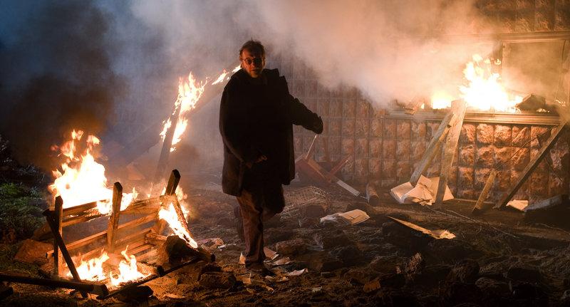 Pera (Bogdan Diklic) im bombardierten Belgrad – Bild: NDR / © NDR/Aleksandar Letic