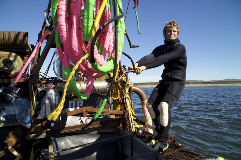 Zeke prepare The Clark for pump engine for his dive. – Bild: Discovery