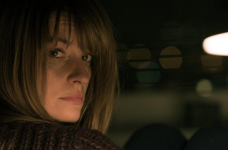 Dominique Kuster (Ina Paule Klink) gerät in Lebensgefahr. – Bild: ARD Degeto/Roland Suso Richter