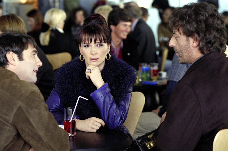 A Roissy, Rose (Juliette Binoche) fuit un homme qu'elle espere ne plus aimer. Bavarde et extravertie, elle n'est pas vraiment prete pour une rencontre. – Bild: Servus TV