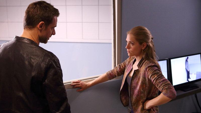 Aidan (David Sutcliffe, l.) und Clara (Brooke Nevin, r.) müssen befürchten, dass ein Serienmörder frei herumläuft ... – Bild: Star TV
