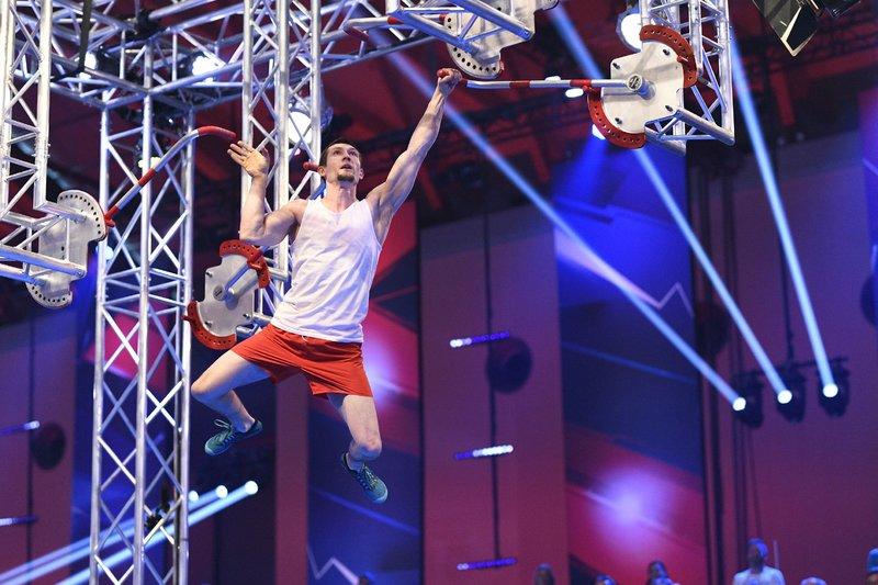 Der Athlet Alex Grunwald aus Berlin in der Vorrunde. – Bild: TVNOW / Markus Hertrich
