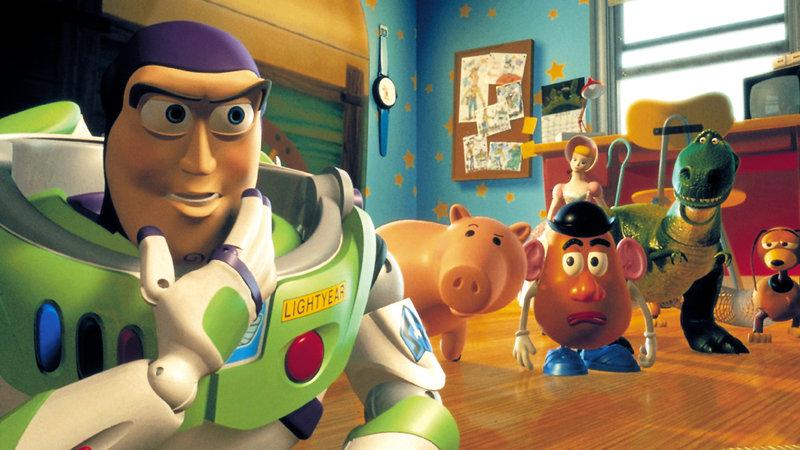 Buzz Lightyear (li.) und die anderen Spielzeuge wollen Woody zurückholen – Bild: RTL II