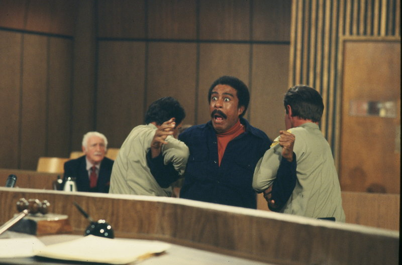 Vielleicht wäre die Gefängnisstrafe für Joe Braxton (Richard Pryor, 2.v.r.) doch besser gewesen, als die Sozialstunden ... – Bild: Paramount Pictures Lizenzbild frei