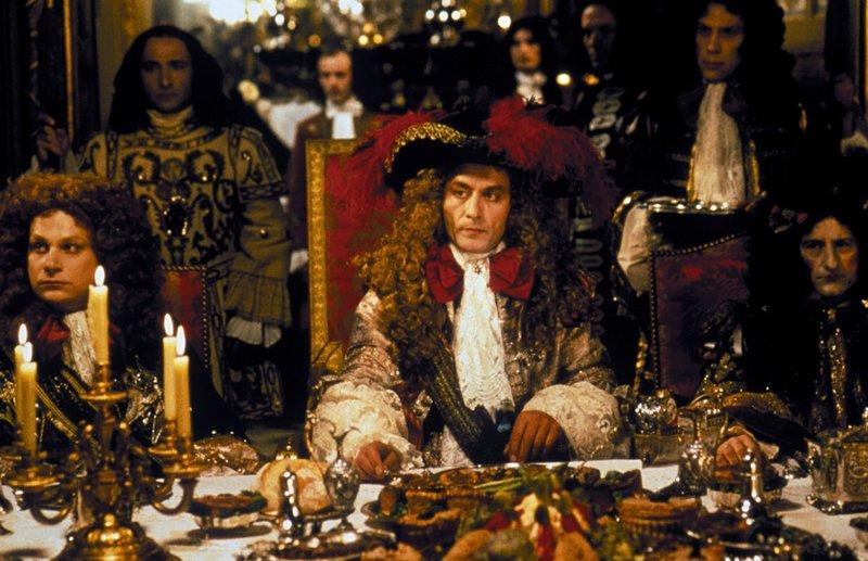 Ludwig XIV. (Didier Sandre) und sein HofstaatZur ARTE-Sendung Die Allee des K?nigs 1: Ludwig XIV. (Didier Sandre) und sein Hofstaat Foto: ARTE France – Bild: / Ludwig XIV. (Didier Sandre) und sein Hofstaat