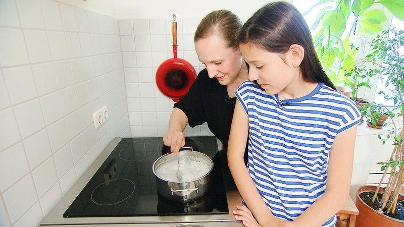Elfie mit Tochter Jade (r.) – Bild: VOX