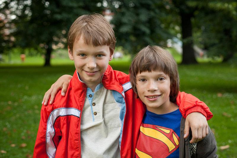 """Thomas (Petr S?imc?a?k, li.) und Harris (Jan Mars?a?l, re.) sind die besten Freunde. – Bild: """"Bil..."""