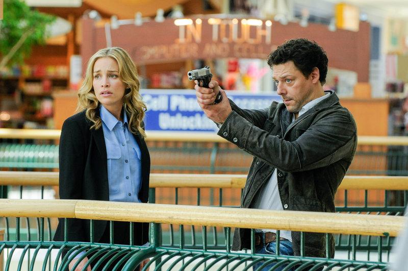 Piper Perabo (Annie Walker), Richard Coyle (Simon Fischer). – Bild: ORF eins
