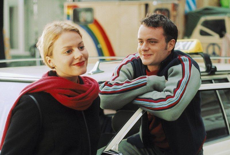 Seit der Taxifahrer Patrick (André Röhner, r.) die attraktive Nika (Maria Simon, l.) kennen gelernt hat, durchlebt er eine Achterbahn der Gefühle ... – Bild: ProSieben Eigenproduktionsbild frei