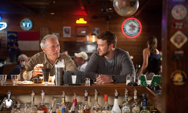(L?r) CLINT EASTWOOD as Gus and JUSTIN TIMBERLAKE as Johnny in Warner Bros. Pictures? drama ?TROUBLE WITH THE CURVE,? a Warner Bros. Pictures release. – Bild: bTV - bTV Media Group