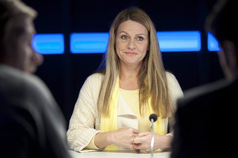 Will unbedingt ihre scheinbar heile Welt retten: Eva Schuhmann (Dana Geissler). – Bild: SAT.1 / Martin Rottenkolber Eigenproduktionsbild frei